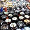 Ale największym zainteresowaniem cieszą się podróbki zegarków z całego świata. Cena stała około 50 USD za sztukę. Jak się kupi kilka może być taniej. Warto targować.