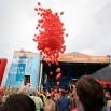 Baloniki-pomidorki lecą do nieba. Jedna z ładniejszych chwil do fotografowania.