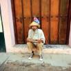 Kubańczycy wydają się nie przejmować kłopotami. Tanieć, śpiew oraz korzystanie z życia (by nie wspominać o słynnym rumie i cygarach). O polityce praktycznie nie mówią. W ręku odpowiednik naszej Trybuny Ludu.