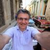 Tak można jechać kabrioletem po starej Hawanie.