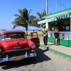 Kubańska autostrada. Trochę jak nasza dawna gierkówka czyli katowicka, tylko bardziej pusta. Mają też płatne drogi do centrów dla dewizowych turystów.