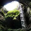 I znów jedziemy dalej. Gigantyczna dziura w ziemi, winda i podziemna rzeka. I tak kilka kilometrów. Gouffre de Padirac.