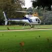 Prywatny helikopter, który ląduje w zamkowym ogrodzie? A dlaczego nie?