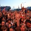 Na każdym koncercie są tłumy. Tu widok spod sceny w Świnoujściu. W tle ORP Kraków.
