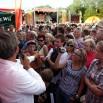 Tłumy towarzyszyły nam już od 16.00. W tle scena Lata z Radiem, a na pierwszym planie Zygmunt otoczony gronem wielbicielek...