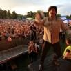 To koncert w Gnieźnie i sensacyjna grupa The Beatlmen. Chyba sami są zaskoczeni tym jakie przyszły tłumy! Grzegorz Markocki (przepraszam - John Lennon) - rozrzuca płyty!