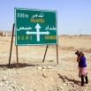 Między miastami pustynia. Nad nią od czasu do czasu... przelatują wojskowe samoloty. Do granicy z Irakiem jest blisko. Ameryki nie darzy się tu miłością. Łatwo zgadnąć dlaczego.