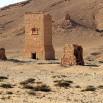 Te charakterystyczne budowle to stare grobowce. Jest ich tu bardzo dużo.