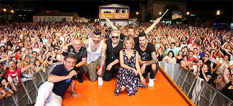 Lato z Radiem 2017 w Gogolinie. Artur Gadowski, IRA, plus prowadzący koncert Marta Januszewska oraz Roman Czejarek.