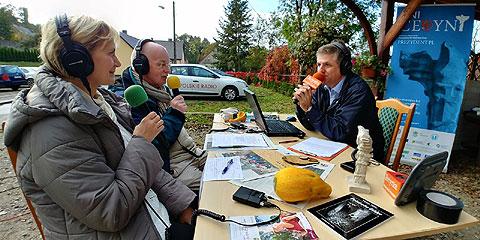Spotkanie i audycja w Cedyni. 21 października 2017. Roman Czejarek. Polskie Radio PR1. Jedyne takie miejsce. fot. Andrzej  Łazowski.