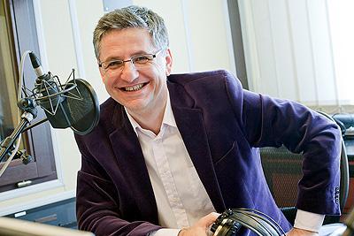 Wiosna 2010, studio Polskiego Radia PR1, Cztery pory roku i Roman Czejarek przed mikrofonem